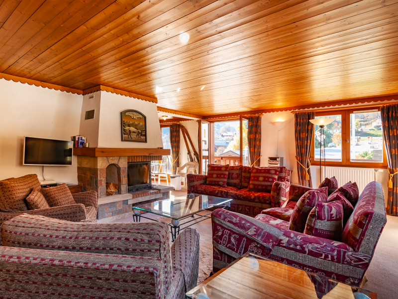 French property for sale in Les Allues, Savoie - €850,000 - photo 2