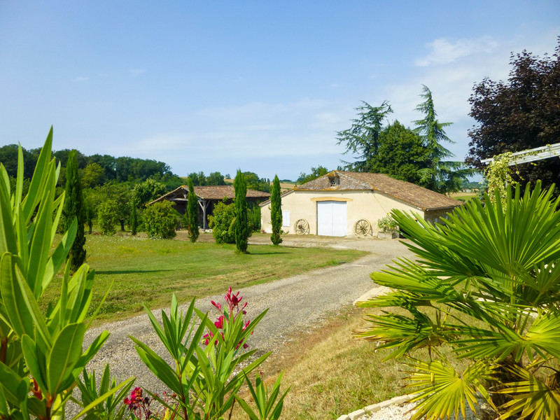 French property for sale in Duras, Lot et Garonne - €595,000 - photo 2