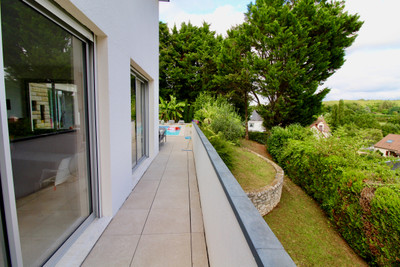 EXCEPTIONAL - Fabulous Architect-designed house of 200m²  Location 10min from Tours - a very sought after area