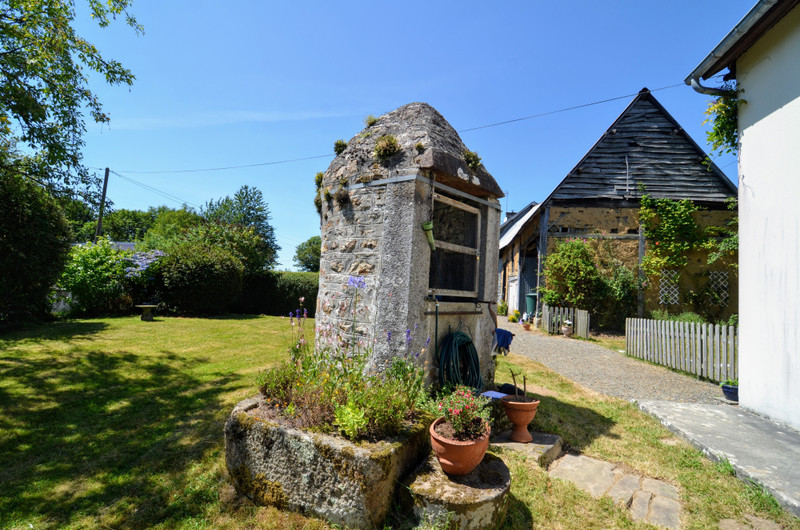 French property for sale in Saint-Georges-de-Livoye, Manche - €169,600 - photo 3
