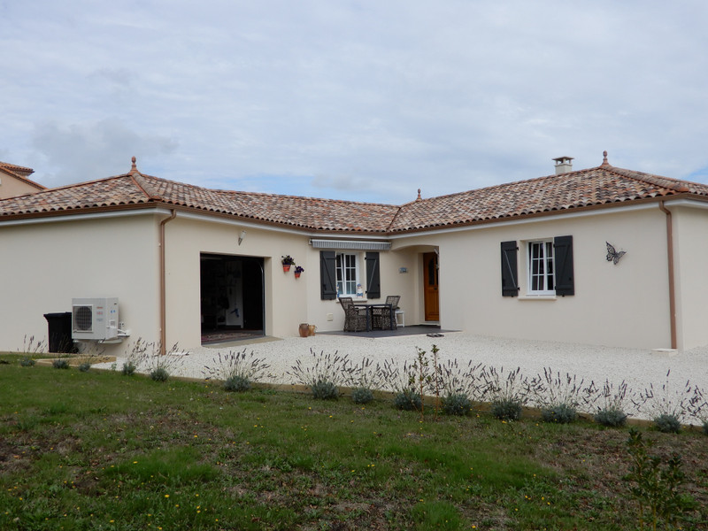 French property for sale in Lésignac-Durand, Charente - €299,520 - photo 2