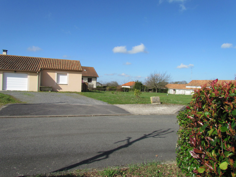 French property for sale in L'Isle-Jourdain, Vienne - €24,600 - photo 8