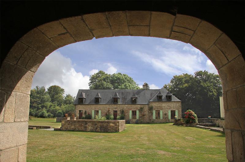 French property for sale in Plounévez-Moëdec, Côtes-d'Armor - €676,200 - photo 4