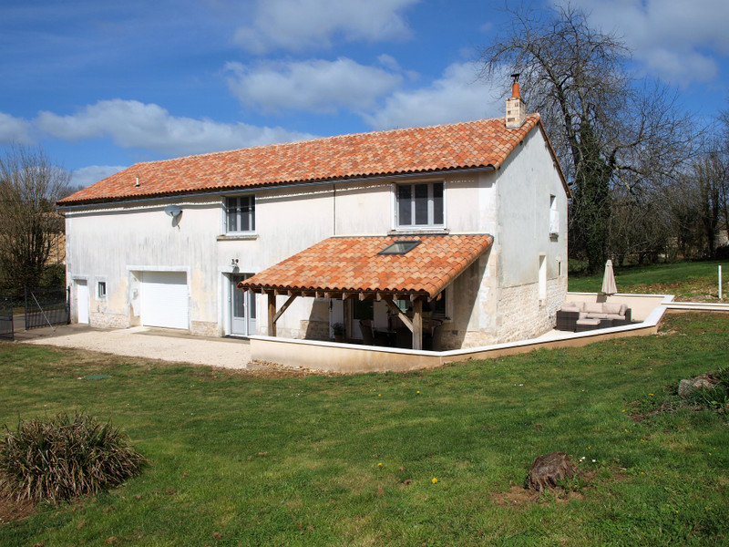 French property for sale in Lorigné, Deux-Sèvres - €199,800 - photo 1