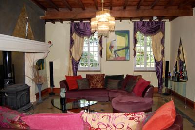 Magnifique château, 6 chambres avec dépendances situé dans un parc en Haute Garonne avec vue sur les Pyrénées