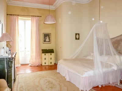 Magnificent maison de maître built in 1873, with large swimming pool and outbuildings, in a lovely village with good amenities 12 km from Narbonne. It has a grand entrance courtyard, large garden, beautiful circular stone pond, terraces and pergolas.