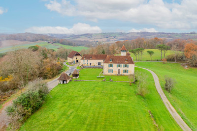 SPECTACULAR 17th-CENTURY CHÂTEAU + 5 HOLIDAY SUITES + INDOOR SWIMMING POOL + ESTATE OF 3.7 HECTARES (9 ACRES)