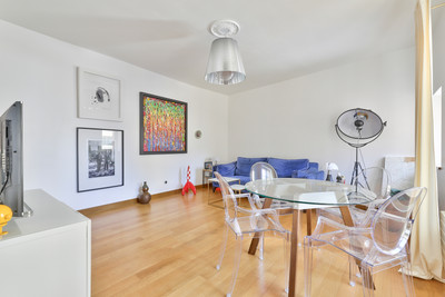 75008, 2 min from the Palais de L'Élysée beautiful bright and quiet 46m2 1 bed apartment on 4th floor