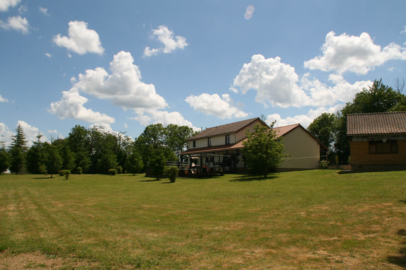 French property for sale in La Coquille, Dordogne - €371,000 - photo 9