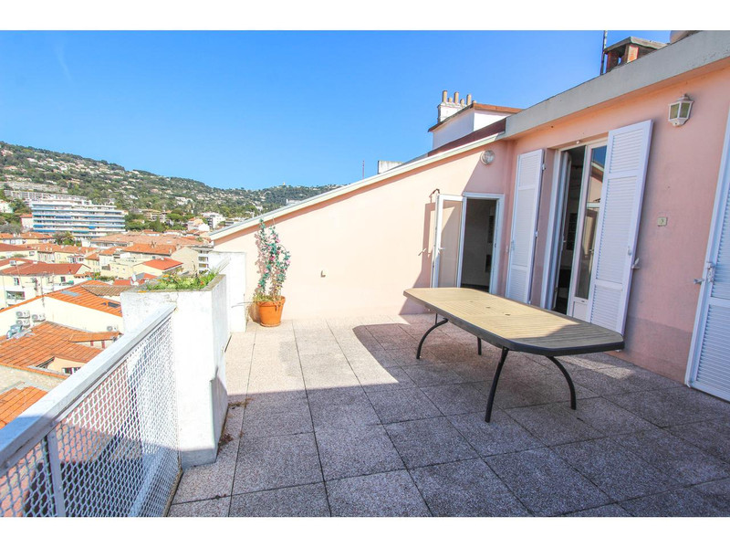 French property for sale in Cannes, Alpes-Maritimes - €477,000 - photo 2