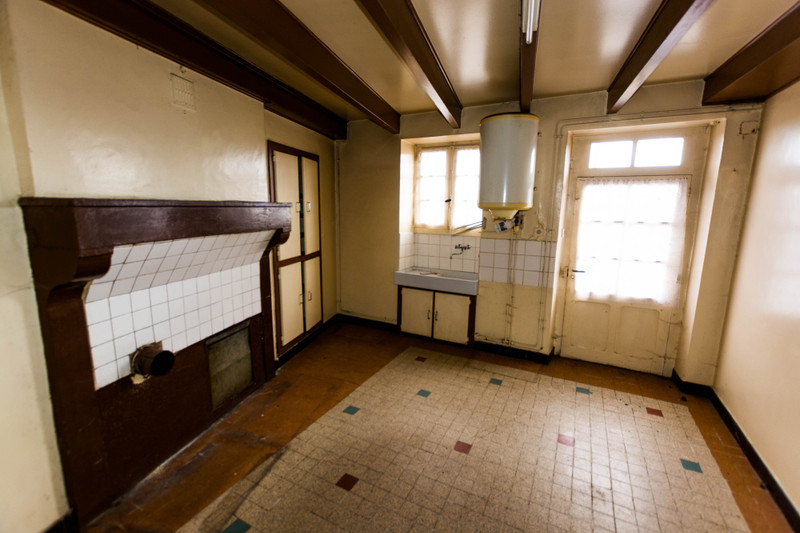 French property for sale in Asnières-sur-Blour, Vienne - €51,000 - photo 2